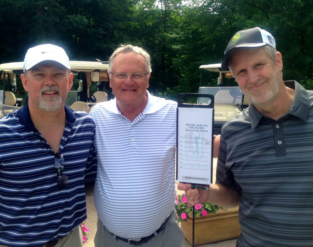 Flanked by Tom Johnston and Craig DeVrieze, veteran scribes in the Golf Capitol of Illinois.